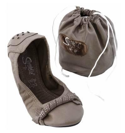 ballerine femme simili cuir clous et strass kaki avec pochette de rangement sonia. Black Bedroom Furniture Sets. Home Design Ideas