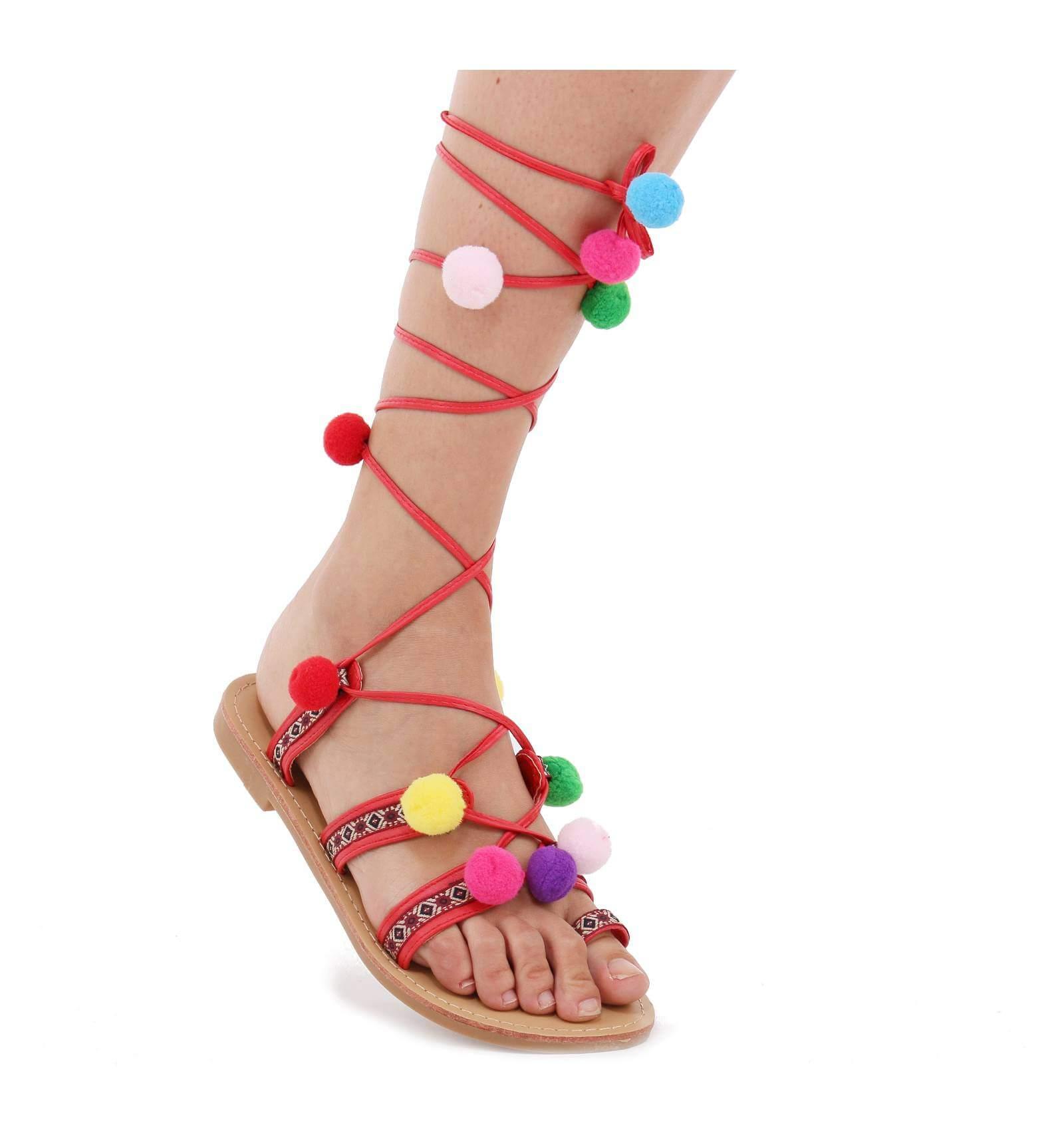 Sandale femme plate simili cuir avec pompons multicolors - Sandales a pompons ...