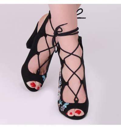 Sandales noires à fleurs