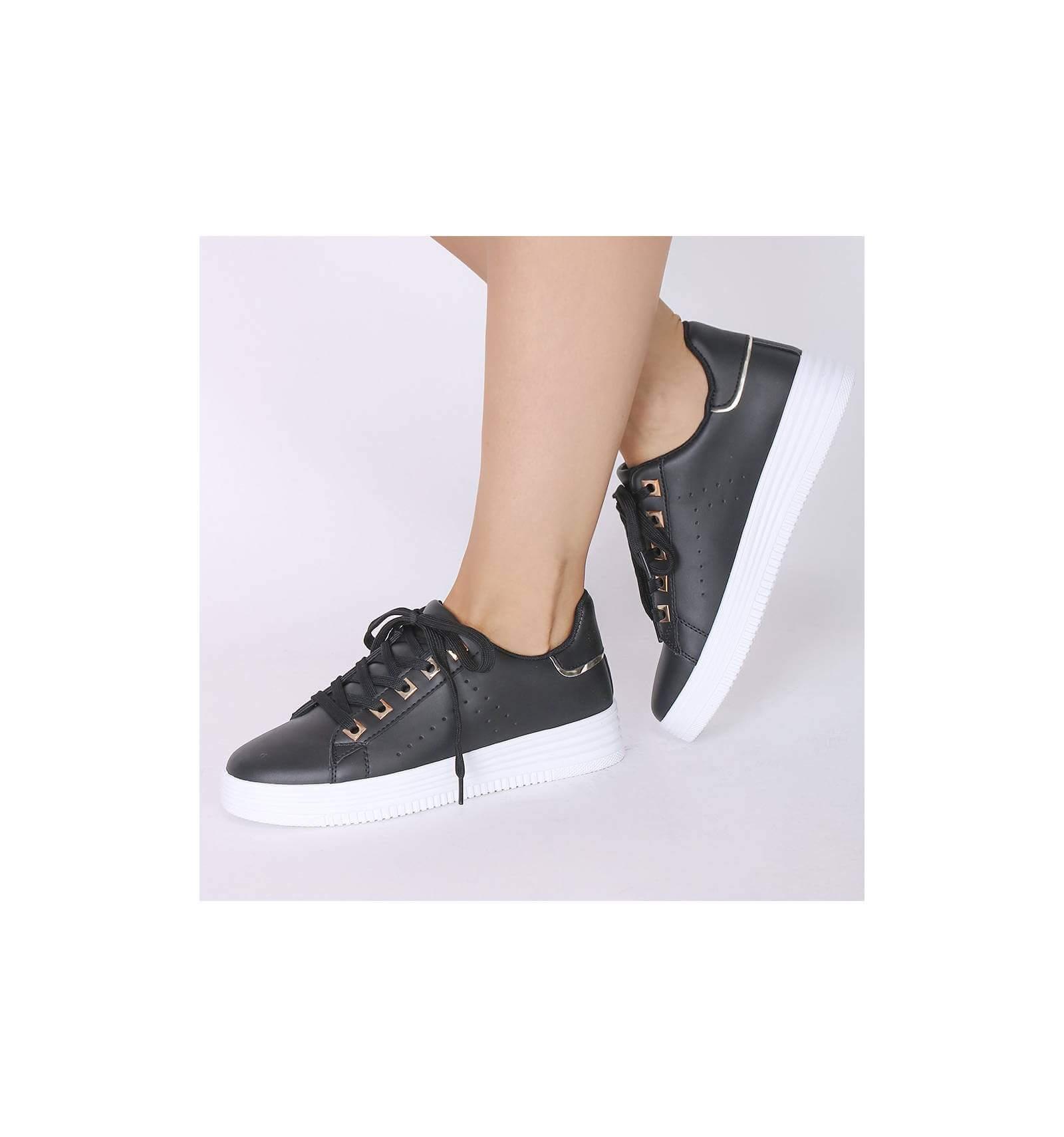 baskets cuir noir femme à lacet