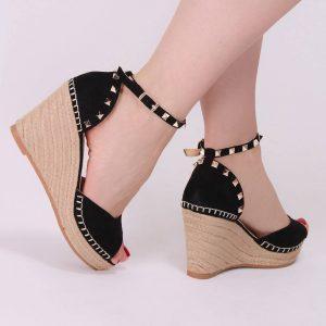 Un style habillé avec des sandales à clous